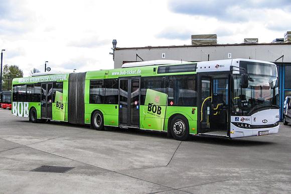 Bus mit BOB Werbung