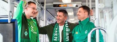 Drei Werder Fans in der Straßenbahn