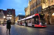 Straßenbahn GT8N2 vor Rathaus